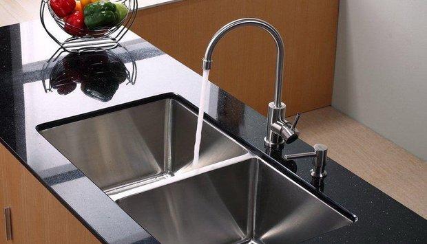 Chọn vòi rửa bát cần cứng hay cần mềm?